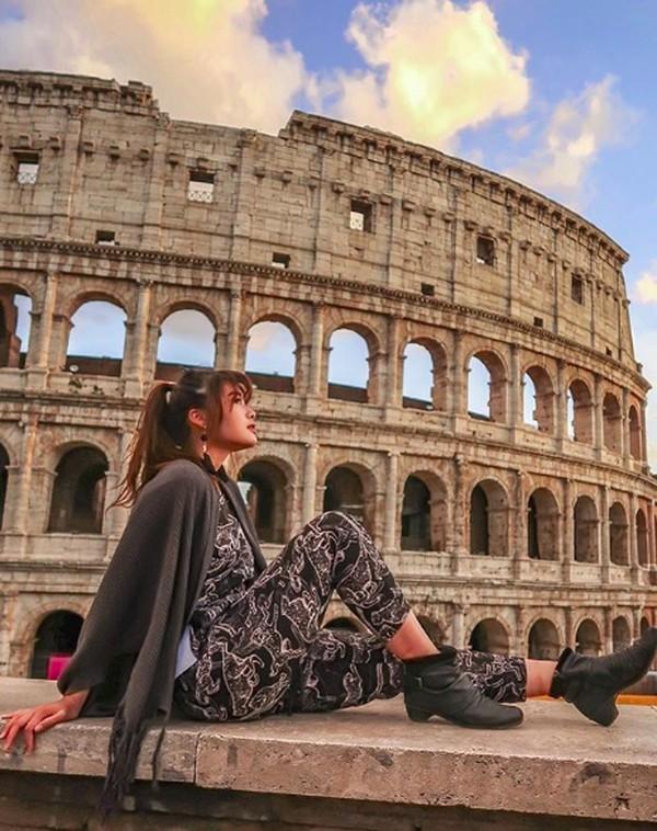 Tak lengkap kalau ke Italia tidak ke Colosseum (carlayules/Instagram)