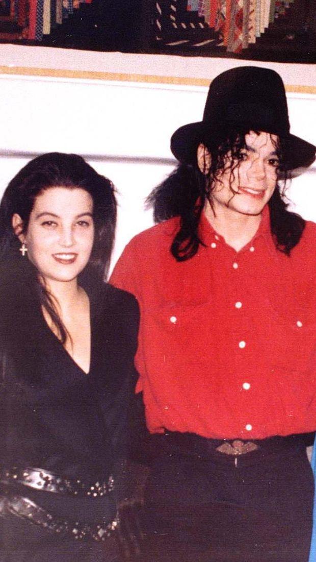 Lisa Marie Presley dan Michael Jackson.
