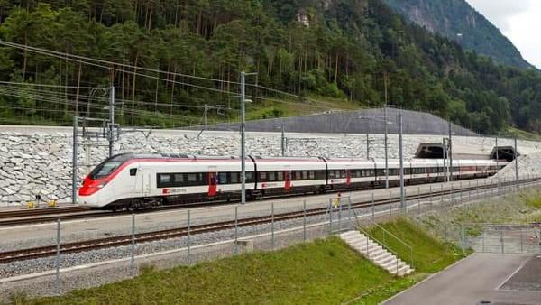 Swiss telah banyak berinvestasi pada Gotthard Base Tunnel. Jalur ini akan jadi rute perdagangan yang lebih besar (Foto: CNN)
