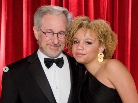 Steven Spielberg dan Mikaela.