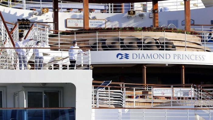 Kelompok terakhir penumpang kapal pesiar Diamond Princess telah diturunkan. Para penumpang yang masih tersisa di kapal pesiar itu masih akan jalani karantina.