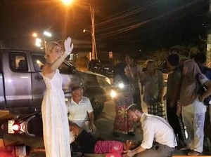 Foto Viral Dokter Rela Tunda Pernikahan Demi Tolong Korban Kecelakaan