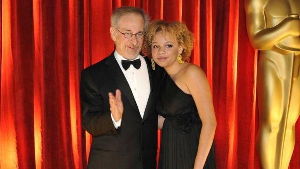 5 Fakta Mikaela, Putri Steven Spielberg yang Jadi Bintang Porno