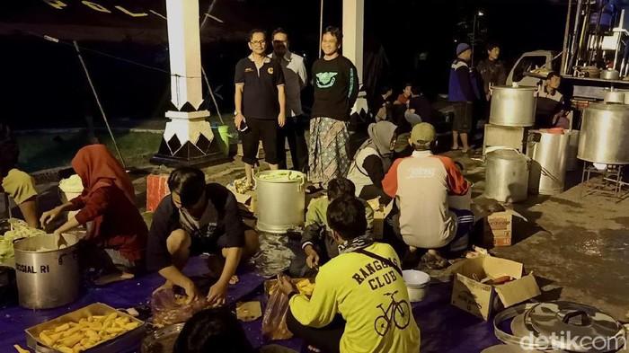 Suasana dapur umum korban banjir di Kota Pekalongan, 21/2/2020