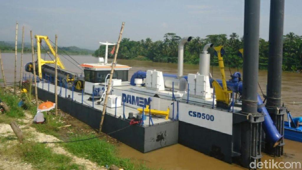 Nelayan Pangandaran Keluhkan Pengerukan Muara Sungai Citanduy Tak Tuntas