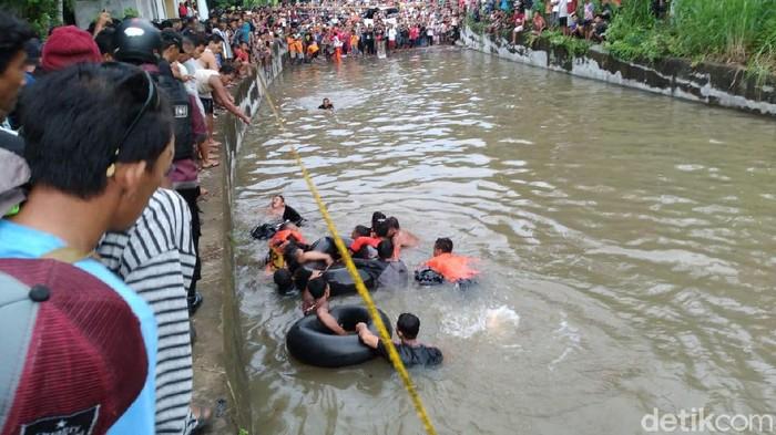 Proses evakuasi remaja tewas tenggelam di underpass Kulur, Kulon progo, Sabtu (22/2/2020).