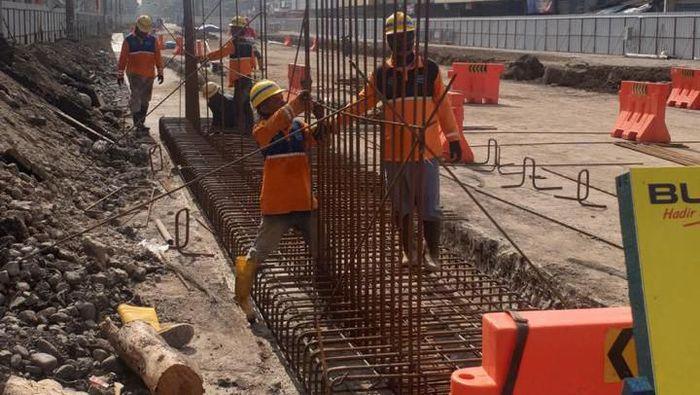 Pembangunan flyover merupakan salah satu program sterilisasi 500 perlintasan jalan dan kereta yang dilakukan Kementerian PUPR untuk mendukung proyek The Java Northline Upgrading Project yang akan mengembangkan jalur kereta api semi cepat Jakarta-Surabaya. Foto: Dok. Istimewa/Kementerian PUPR