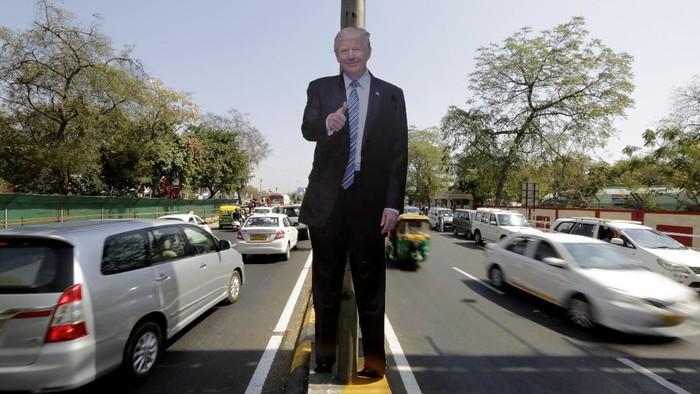 Presiden Amerika Serikat Donald Trump rencananya akan bertandang ke kota Ahmadabad di Gujarat, India. Figura dan posternya sudah ramai mejeng lho.