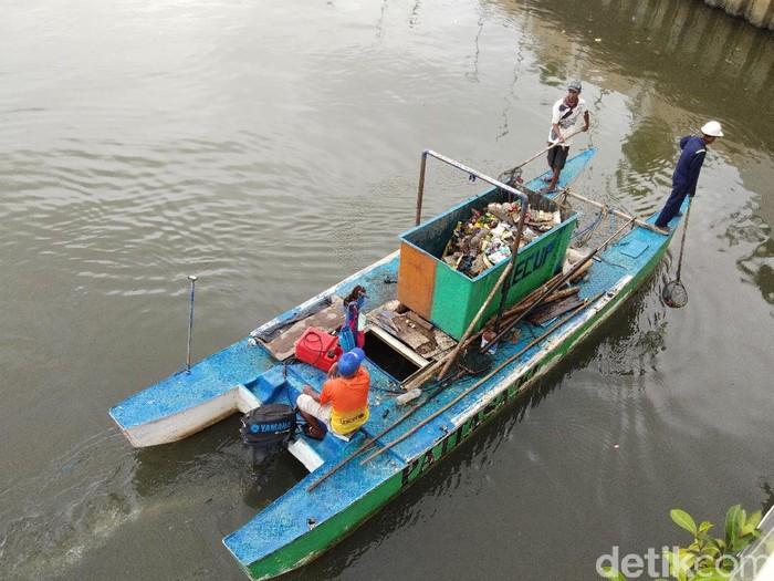 Disorot Gubernur Sulsel, Sampah di Pantai Losari Dibersihkan