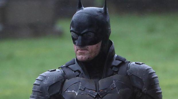 Bocor! Penampilan Batman dari Lokasi Syuting 'The Batman'