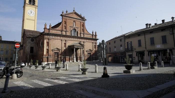 Otoritas di Italia utara memerintahkan penutupan sekolah-sekolah, bar dan tempat-tempat publik lainnya di 10 kota akibat virus corona.
