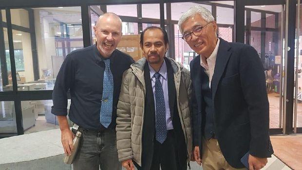 prof Hawkins Ivan (kiri) Prof Deni Darmawan (tengah) dan Prof Nakayama (kanan)