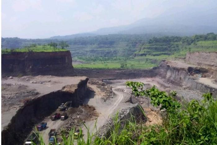Tambang liar pasir dan batu (sirtu) di Pasuruan dilaporkan oleh warga bersama LBH Ansor, Jawa Timur ke Presiden Jokowi.