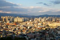 Daegu dikelilingi pegunungan.
