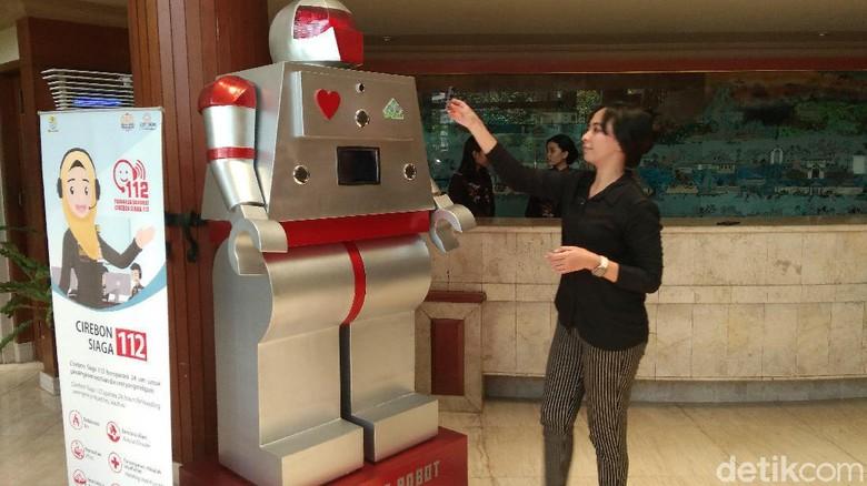 Sambut Era 4.0, Hotel di Cirebon Hadirkan Robot Pelayan Tamu
