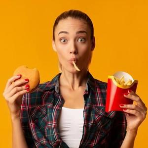 7 Kesalahan Berpuasa yang Justru Bikin Berat Badan Naik