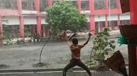 Gokil, Video Pelajar Avatar Asal Blitar Sedang Taklukkan Angin Viral