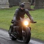 Ayo Tebak, Sekarang Batman Pakai Motor Apa?