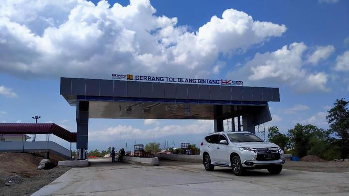 Presiden Joko Widodo meninjau proyek tol Banda Aceh-Sigli. Dia menyebut tol ini sangat cepat, apa sih yang cepat?