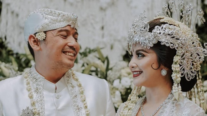 Tiwi Eks 2 Menikah Lagi