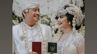 Tiwi eks T2 Menikah dengan Adat Sunda