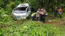 Minibus Angkut Mahasiswa dari Madura Terguling di Banyuwangi, 1 Orang Tewas