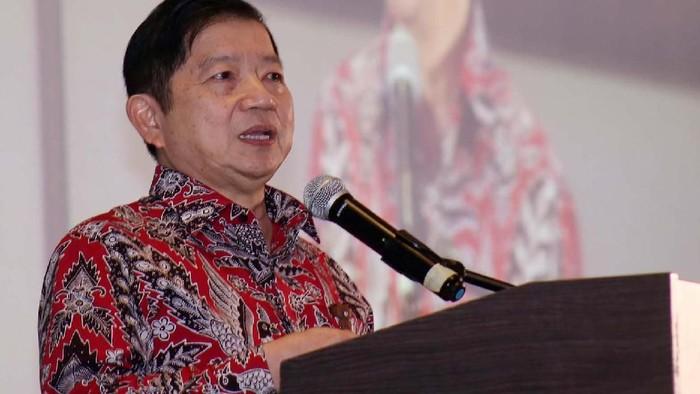 Menteri Perencanaan Pembangunan Nasional/Kepala Badan Perencanaan Pembangunan Nasional (Bappenas) Suharso Monoarfa turut hadir dan menyerahkan penghargaan kategori UN SDGs kepada April Grup.