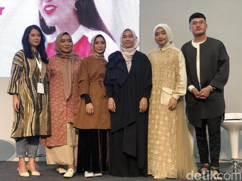 Barli Asmara Hingga ETU Rilis Busana Terinspirasi Bunga di MUFFEST 2020