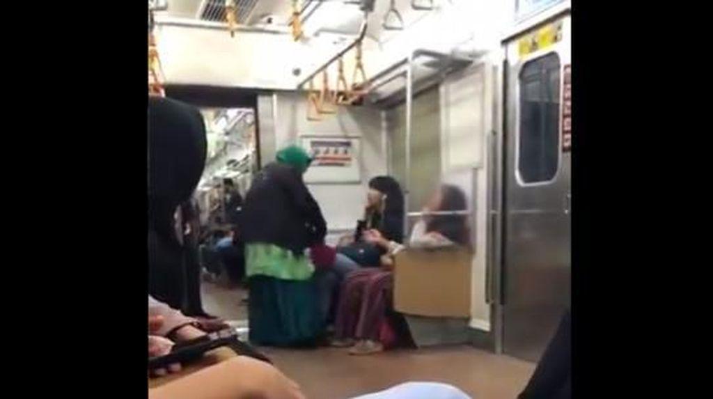 Video Emak-emak Ngamuk di KRL