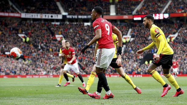 Anthony Martial cetak gol sensasional ke gawang Watford.