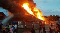 Kebakaran di Pasar Sentral Sinjai, 10 Kios Hangus