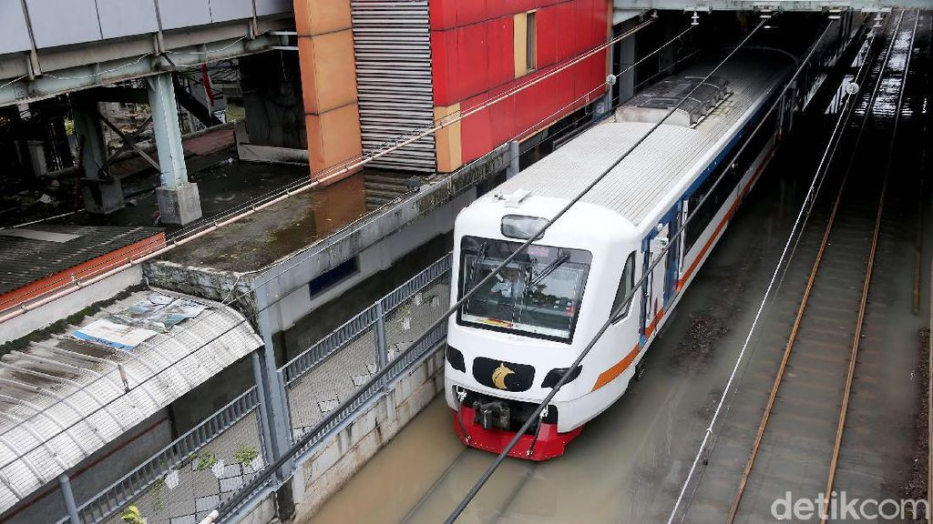 Jakarta Banjir Lagi, Stasiun Sudirman Terendam