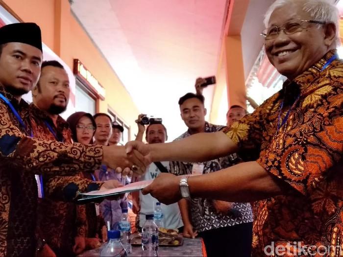 Pasangan Supratman-Ari Rian Priatna setor berkas dukungan ke KPU Pangandaran
