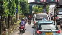 Banjir di Jl Yos Sudarso, Sepeda Motor Masuk Tol Wiyoto Wiyono