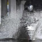 Supaya Motor Tak Masuk Angin, Ini Pertolongan Pertama Habis Terobos Banjir