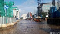 Jalan Boulevard Kelapa Gading Masih Banjir 30 Cm