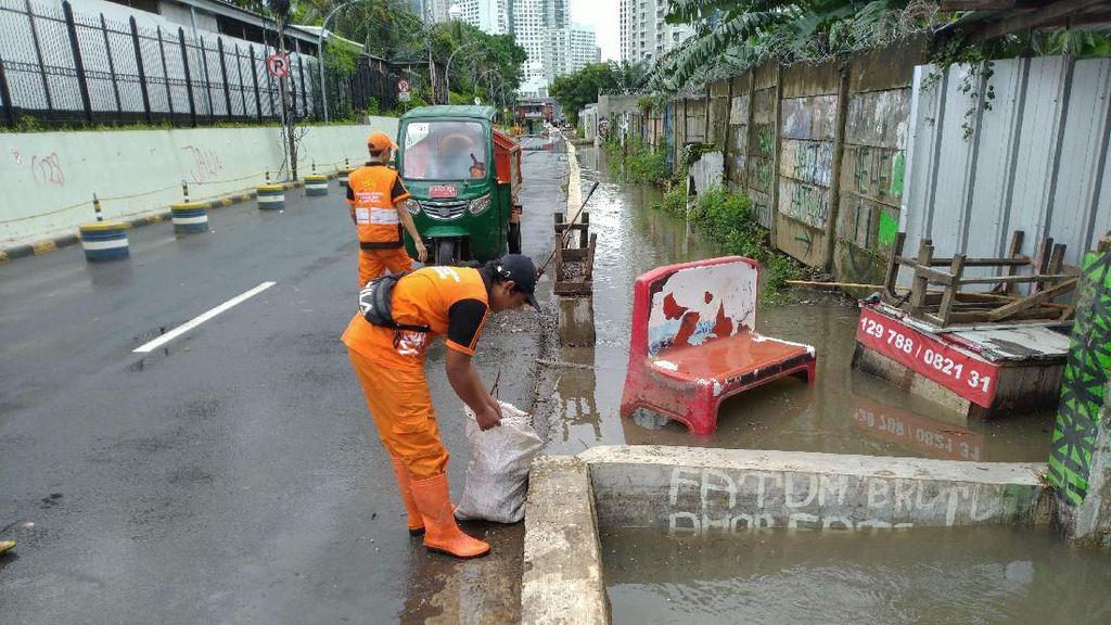 Sempat Banjir 40 Cm, Genangan di Belakang Hotel Shangri-La Sudah Surut