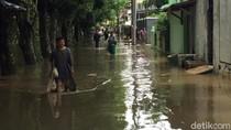 Pemakaman Warga di Penggilingan Jaktim Terganggu Banjir