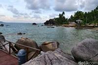 Bisa menikmati secangkir kopi panas dari kafe yang ada di Pantai Sejuba.