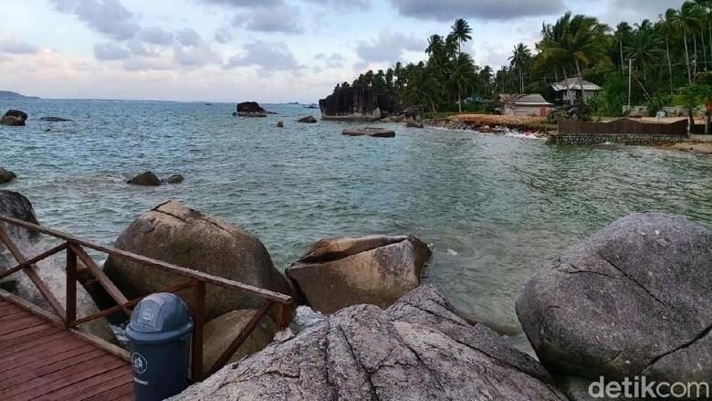 Kawasan Natuna menang terkenal dengan pantainya yang indah. Ada banyak pantai yang bisa dinikmati. Yuk lihat.