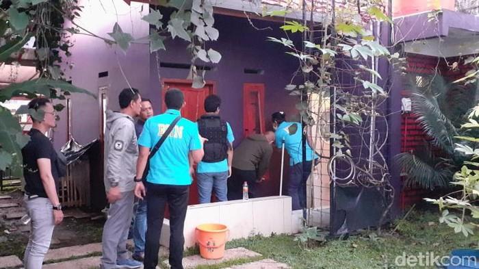 Penggerebekan pabrik narkoba di Bandung