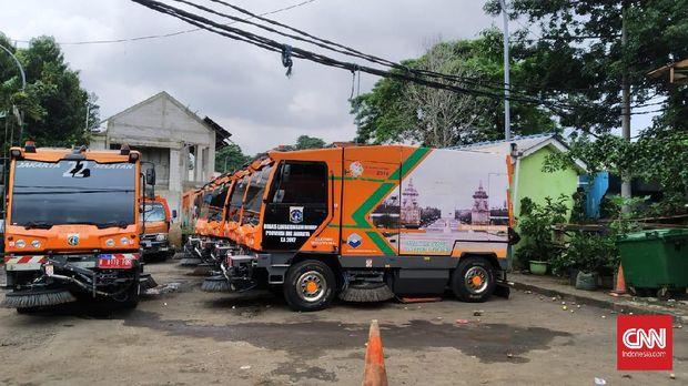 Malam Sunyi Usman, Sopir Road Sweeper Ibu Kota (FOTO BLM)