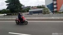 Jakarta Kebanjiran, Motor Nekat Masuk Tol