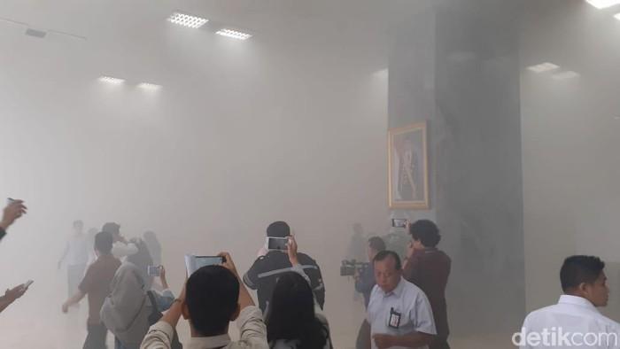 Kebakaran di Gedung DPR RI (Foto: Zhacky/detikcom)