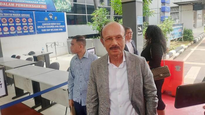 Muchtar, pengacara Benny Tjokrosaputro di Polda Metro Jaya