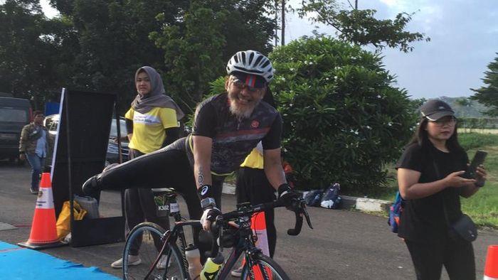 Pemenang Palembang Triathlon kategori usia 60 tahun ke atas Lukman Tedji (Istimewa)