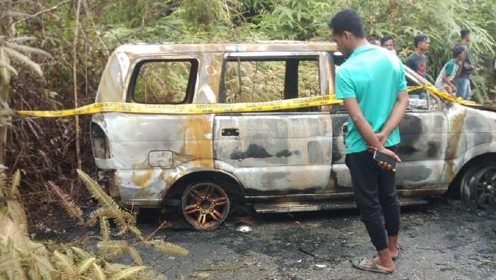 Mobil milik Syamsul Bahri, warga Pekanbaru ditemukan terbakar.