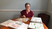 Nenek 70 Tahun Ini Punya Koleksi 21.000 Stiker Label Pisang
