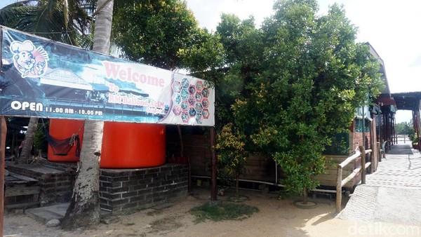 Salah satu tempat untuk mencoba kuliner seafood di Tanjungpinang adalah RM Alim Seafood. Lokasinya berada tak jauh dari jembatan 6 lintas barat Kabupaten Bintan. (Wahyu Setyo/detikcom)