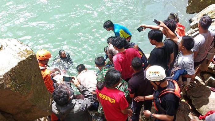 Tim temukan jasad mahasiswi Makassar yang sempat hilang usai terpeleset di air terjun di Maros (Dok. Istimewa)